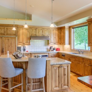 7007-jackson-creek-road-kitchen