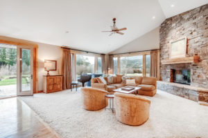 7007 Jackson Creek Road - Living Room
